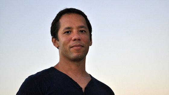 Itamar Vieira Junior nasceu em Salvador da Bahia, em 1979. Tem-se dedicado sobretudo à escrita de contos