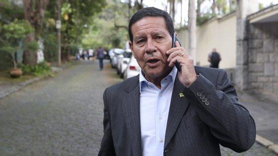 Hamilton Mourão assumiu interinamente a Presidência do Brasil devido à viagem de Bolsonaro a Davos, na Suíça, para o Fórum Económico Mundial