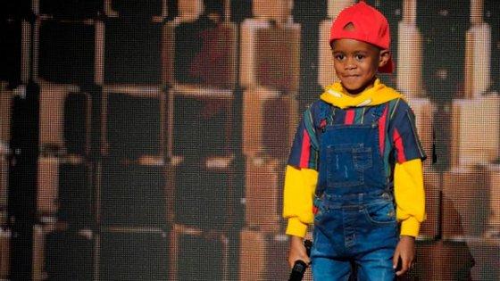 Oratile AJ Hlongwane, de nome artístico DJArchJnr, atuou no America's Got Talent a impressionou a plateia com a sua mistura de músicas