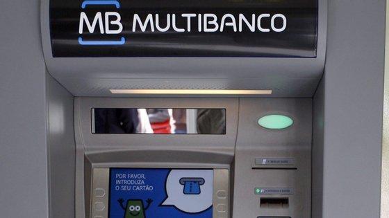 """Há """"cerca de 12 mil"""" caixas da rede Multibanco em Portugal"""