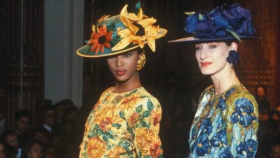 Naomi Campbell e Bess Stonehouse no desfile de alta-costura Yves Saint Laurent de 1988, numa homenagem a Van Gogh