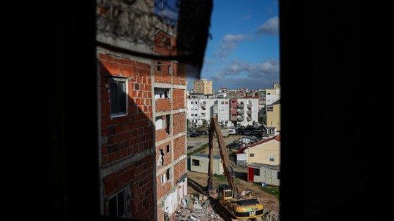 A vereadora da Habitação na Câmara Municipal do Seixal disse que os moradores no bairro de Vale de Chícharos são pessoas pacíficas e trabalhadoras