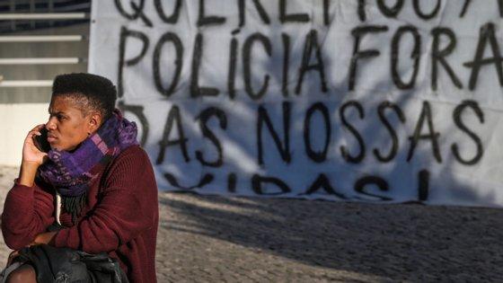 """Manifestação contra a """"brutalidade policial"""" e por """"habitações dignas"""" promovida pelas associações e moradores do bairro da Jamaica"""