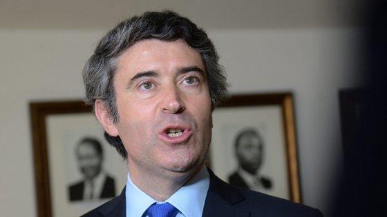 O secretário de Estado das Comunidades Portuguesas encontra-se em visita oficial ao Brasil para tirar esclarecimentos sobre as novas leis eleitorais