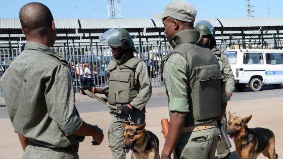 A polícia moçambicana apresentou os três suspeitos em Nampula