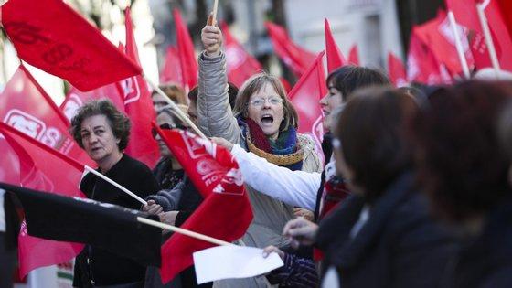Os auxiliares de ação médica cumprem um dia de greve nacional esta sexta-feira