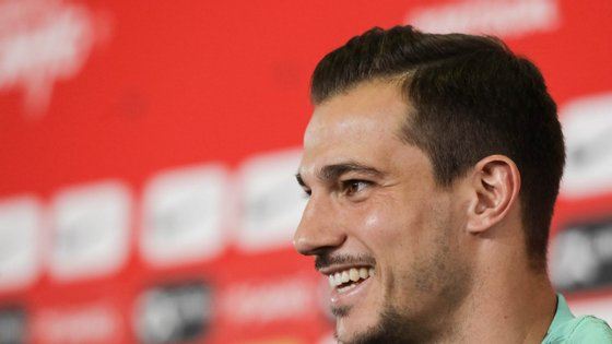 O futebolista internacional português Cédric Soares