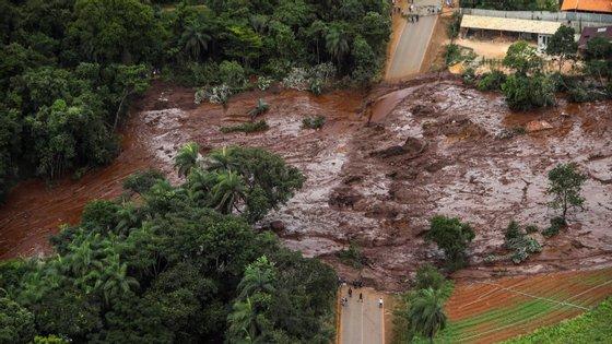 Os números oficiaisdão conta que a rutura da barragem de sexta-feira já provocou60 mortos