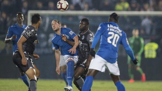 O jogador vimaranense marcou os seus dois golos aos cinco minutos e aos 45+1