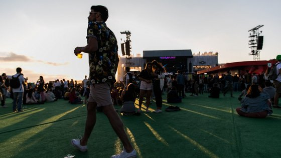 """Com a entrada em vigor do Orçamento do Estado para 2019, o IVA baixou de 13% para 6% nas """"entradas em espetáculos de canto, dança, música, teatro, cinema, tauromaquia e circo"""""""