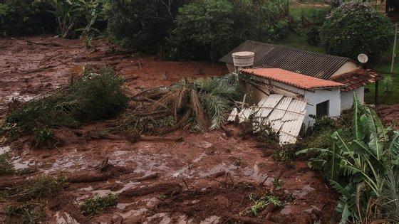 A rutura da barragem já provocou 65 mortos e 279 desaparecidos