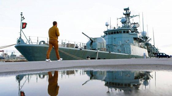 O navio português estará atracado no porto da Praia durante dois dias, repetindo a descarga do material social reunido por várias instituições portuguesas e pela Marinha de Portugal