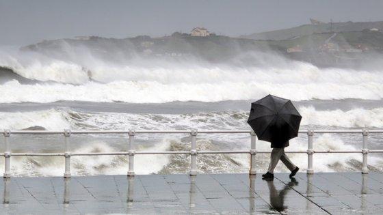 Há avisos meteorológicos entre esta quarta-feira e sexta-feira