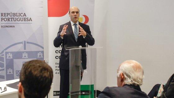 Pedro Siza Vieira marcou presença na cerimónia de assinatura da terceira fase do programa Portugal Sou Eu, na empresa Mendes Gonçalves, na Golegã