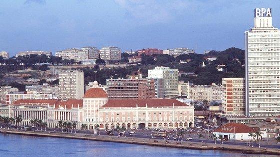 A FocusEconomics alerta para a dependência crónica de Angola do setor petrolífera