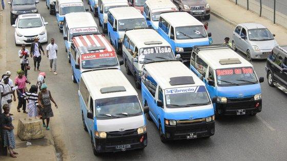 A Associação Nova Aliança dos Taxistas de Angola (ANATA) acusando-o de ter desviado mais de 30 milhões de kwanzas (83 mil euros)