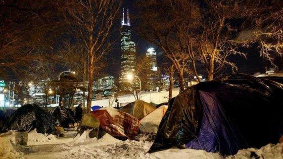 Acampamento de pessoas sem-abrigo em Chicago