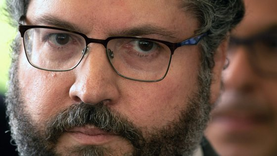 """Ernesto Araújo, ministro das Relações Exteriores do Brasil, afirma que Portugal pode sensibilizar os parceiros europeus """"para a urgência de uma solução"""""""