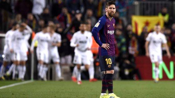 Messi bisou mas não foi o suficiente para bater o Valência