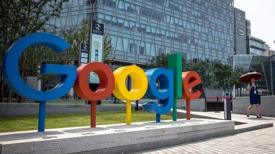 A empresa-mãe da Google, a holding Alphabet, superou as expectativas dos analistas bolsistas com os números que divulgou