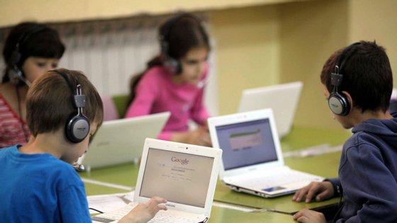 """""""As crianças dominam a tecnologia, para o bem e para o mal"""" e é precisa """"educação, antes de mais, na família e na escola"""", defendeu Pedro Verdelho, da PGR"""
