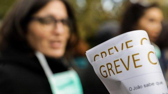 Os enfermeiros portugueses estão a fazer uma greve às cirurgias não urgentes