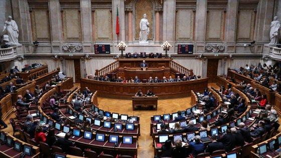Na votação eletrónica, a proposta que partiu do Governo obteve 184 votos a favor, 24 contra e oito abstenções
