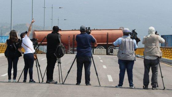 Os dados da RSF revelam que 171 jornalistas, 148 internautas e 16 colaboradores permanecem presos, mais 60 jornalistas foram sequestrados e três estão desaparecidos