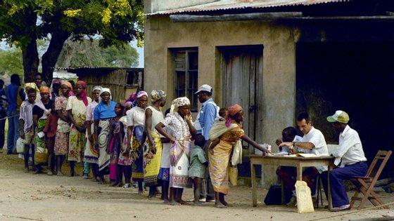 Há um ano, cerca de 320.000 pessoas tinham beneficiado dos programas de apoio alimentar e resiliência, sem sinalização de outros casos urgentes