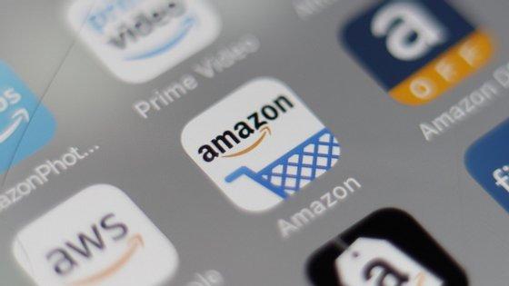 Existe a suspeita de que a Amazon prejudica outros comerciantes no seu mercado e que se trata de favorecer as suas próprias ofertas