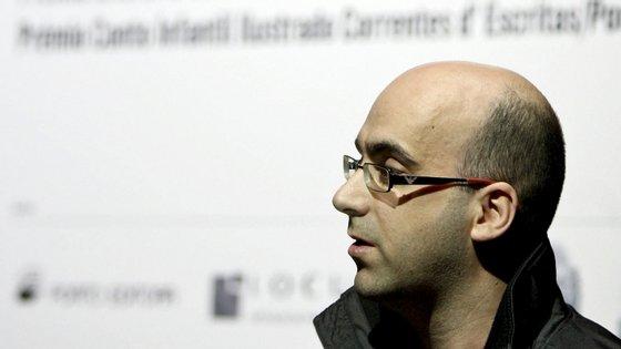 """Valter Hugo Mãe diz, em entrevista, que a coleção de poesia """"Elogio da Sombra"""" foi uma ideia sua"""