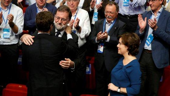 Rajoy destituiu Carles Puigdemont quando os separatistas catalães proclamaram a 27 de outubro de 2017 uma República catalã independente