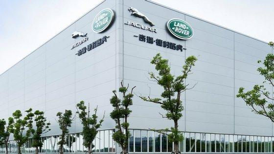 A fábrica chinesa que a JLR detem a meias com a Chery tem padrões de qualidade muito abaixo das expectativas, o que já originou manifestações de clientes à porta da sede, em Xangai