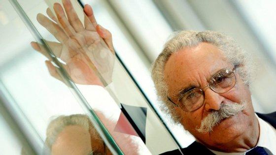 Em 2007, o poeta Fernando Echevarría foi condecorado pelo então Presidente da República com grau de Grande Oficial da Ordem do Infante D. Henrique