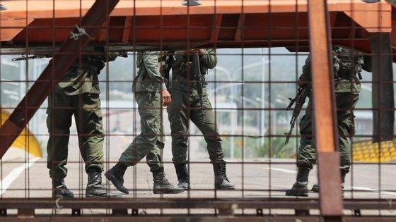 Uma parte da ajuda humanitária que os Estados Unidos querem fazer chegar aos venezuelanos encontra-se armazenada em Cúcuta, na fronteira da Colômbia com a Venezuela