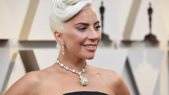 """Lady Gaga foi a terceira mulher a usar o """"Diamante Tiffany"""", avaliado em 30 milhões de dólares"""