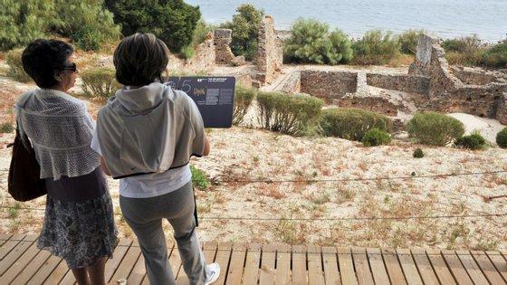 """As ruínas foram alvo de """"intervenções de emergência"""" devido """"às tempestades de março do ano passado"""", disse a arqueóloga Filipa Araújo dos Santos"""