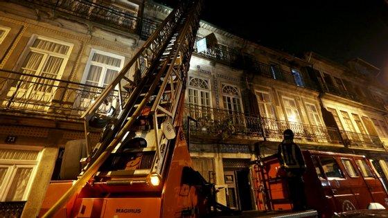 Imagem meramente ilustrativa, referente a um incêndio no Porto em 2014