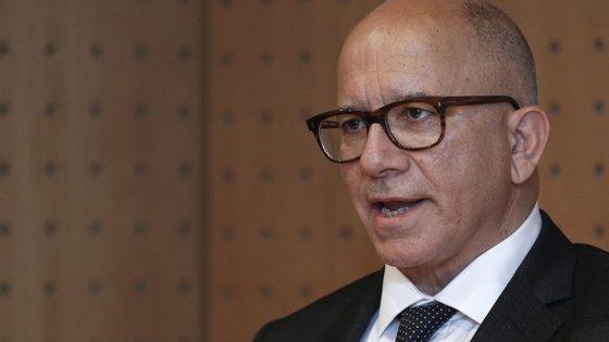 O juiz Mário Belo Morgado nunca refere nomes, mas é claro a quem e ao que se refere