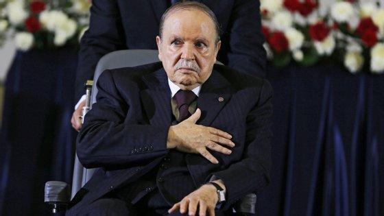 Abdelaziz Buteflika, Presidente da Argélia, anunciou que não se vai candidatar a um quinto mandato nas eleições do próximo mês