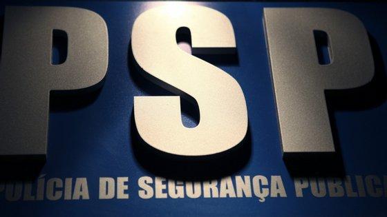 A detenção pela PSP de três dos suspeitos ocorreu ainda no interior do estabelecimento e de outros quatro nas imediações