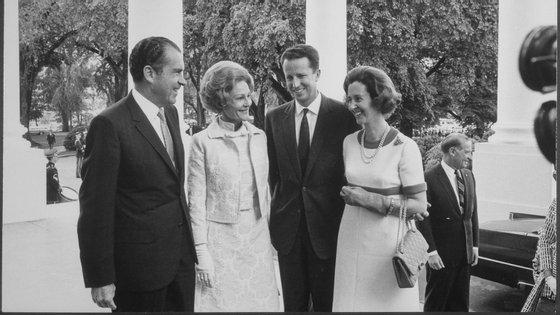 O rei Balduíno e a esposa, Fabíola com o casal Nixon