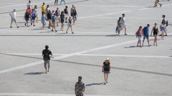 Pela primeira vez num mês de janeiro, as dormidas por parte dos visitantes estrangeiros ultrapassaram as 100 mil