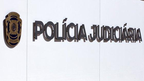 Fonte ligada a este processo explicou à agência Lusa tratar-se de eventuais crimes de falsificação e peculato praticados por um antigo chefe adjunto do comando (Nelson Fadigas) e pela sua esposa (Carla Mendes)