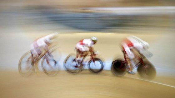 Inspirada no biatlo, a estafeta mista tem sido adotada em modalidades como o atletismo, natação e ciclismo de montanha