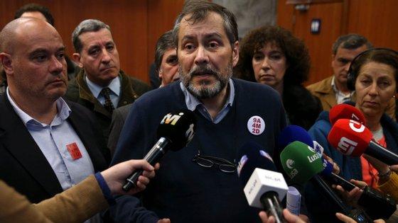A lei de fevereiro permite que um funcionário público com 55 anos possa pedir a pré-reforma. Há entre 40 a 50 mil professores nessas condições, diz Mário Nogueira