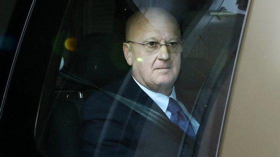 O ex-diretor da Polícia Judiciária Militar, coronel Luis Vieira, à saída do Departamento Central de Investigação e Ação Penal