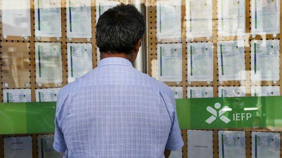 Desemprego de longa duração corresponde a período igual ou superior a 12 meses