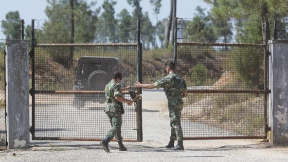 Várias armas e outro equipamento militar desapareceram dos paióis de Tancos em junho de 2017