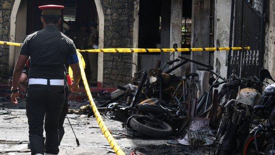 Pelo menos 290 pessoas morreram nos atentados no domingo de Páscoa no Sri Lanka